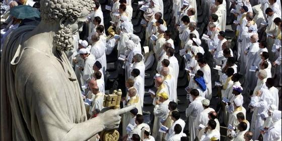 Grupo de sacerdotes en el Vaticano